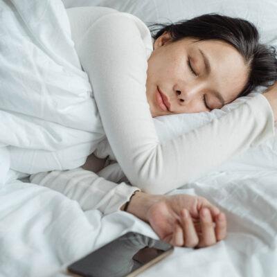 นอนหลับให้เพียงพอ ช่วยผิวขาว